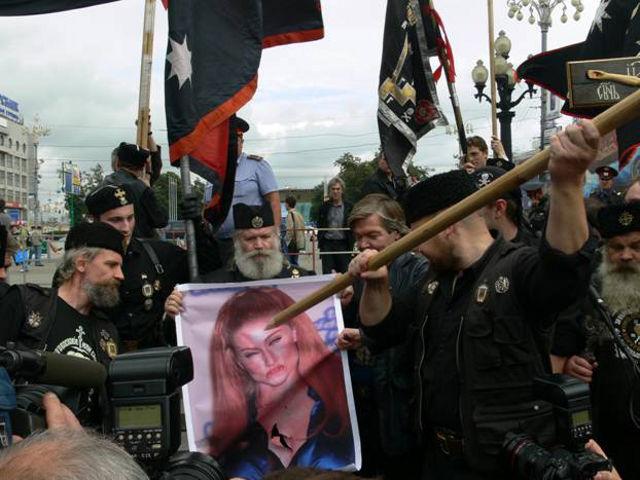 Хоругвеносцы и Мадонна