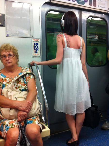Девушки в метро Петербурга