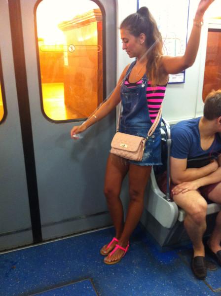Девушки в питерском метро