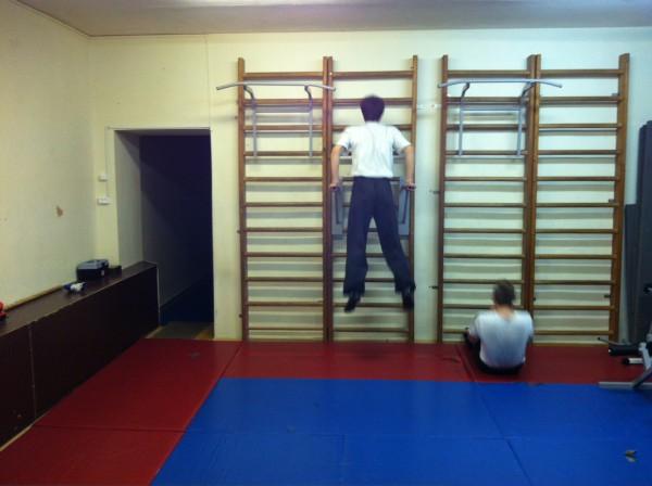Вот это дух! =) Вот это тяга к спорту! =). Два братца-акробатца =). Тренировка уже закончилась, а они до сих пор тренируются =)