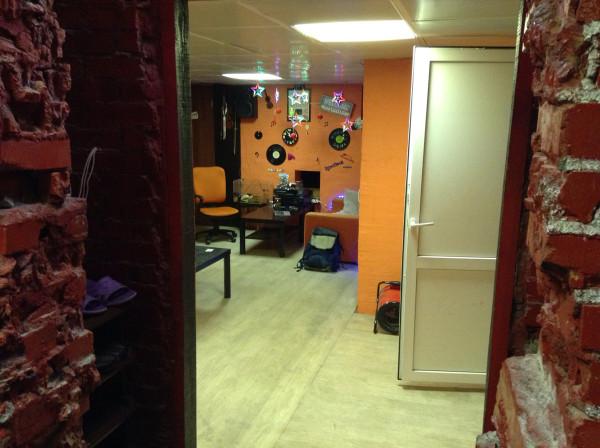 Музыкальная студия на Дыбенко, где музыкант =) продавал мне эппловский гаджет по сильно заниженной цене =)