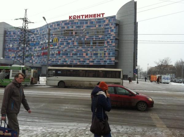 ТК «Континент» на «Звездной», где я в прошлом году застрял в прозрачном лифте из стекла =)