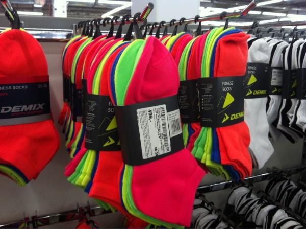 Носки для фитнеса офигенских расцветок (в реальности цвета намного круче, чем получилось на фото). Купил бы с радостью, но голень очень короткая