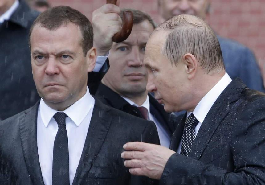 -- Не грусти, Компот. Отжали Вконтакте, сейчас запретим и Ютуб. Больше никто про тебя фильмы смотреть не будет.