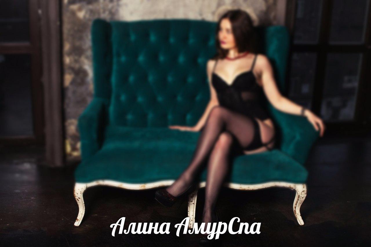 Алина из АмурСПА. Массажистка хорошая, но не любит работать. Любит мухлевать =)