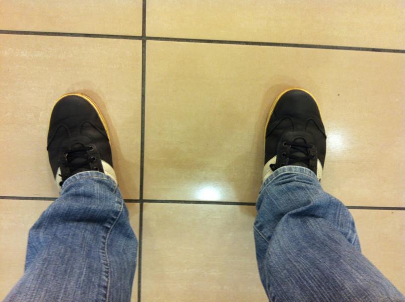Ботинки, которые ношу уже четвертый сезон. Тоже уже орочьи... дуротарские =)). По девкам в таких не пойдешь - стыдно.