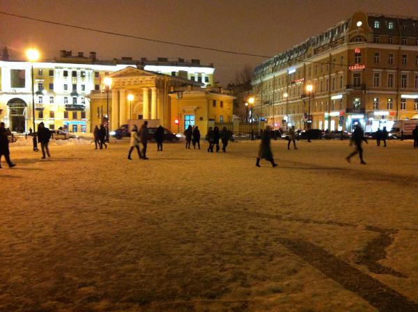 Сенная Площадь и ставший легендарным, благодаря моему блогу, Спасский переулок =). Там, чуть подальше - салон «Бордо»