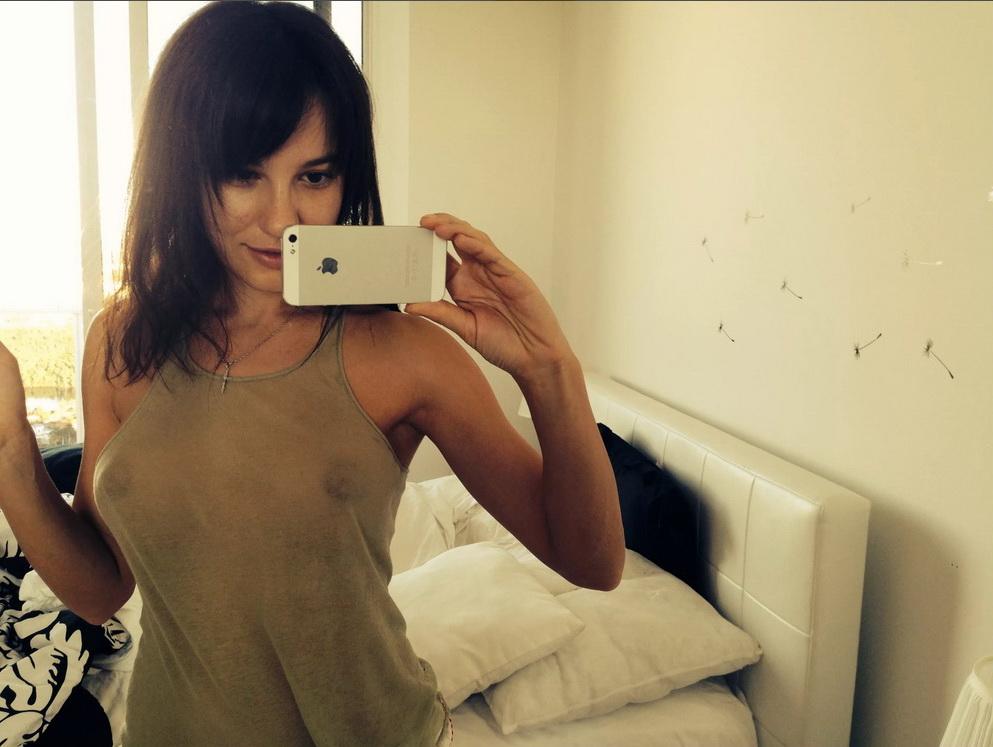 Лена Миро - хороший блогер. Но лучше бы она в питерском массажном салоне работала, если честно =)